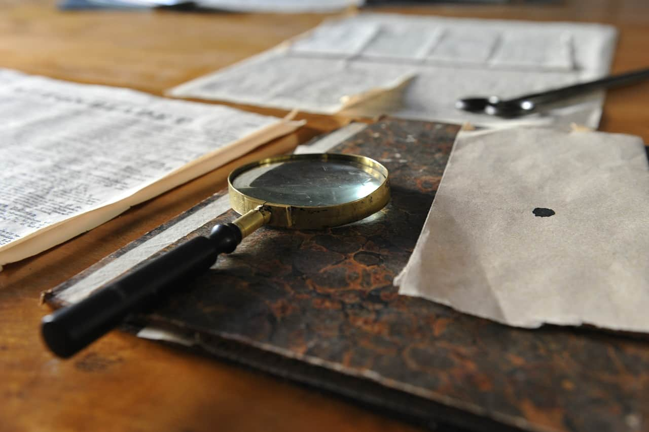magnifying glass 626174 1280